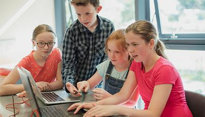 Chromebook, bærbar eller tablet – hvilken én er den bedste løsning for din skole?